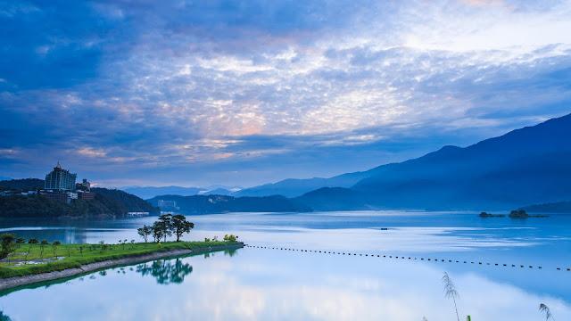 Taiwan Nantou Morning Sunrise Mountains Blue Sky Lake Reflection HD Wallpaper
