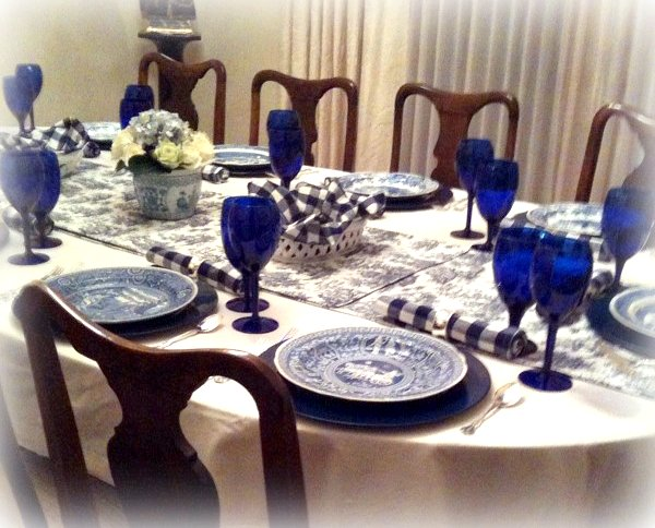 RE invented Style RE ceiving Guests Blue Tables