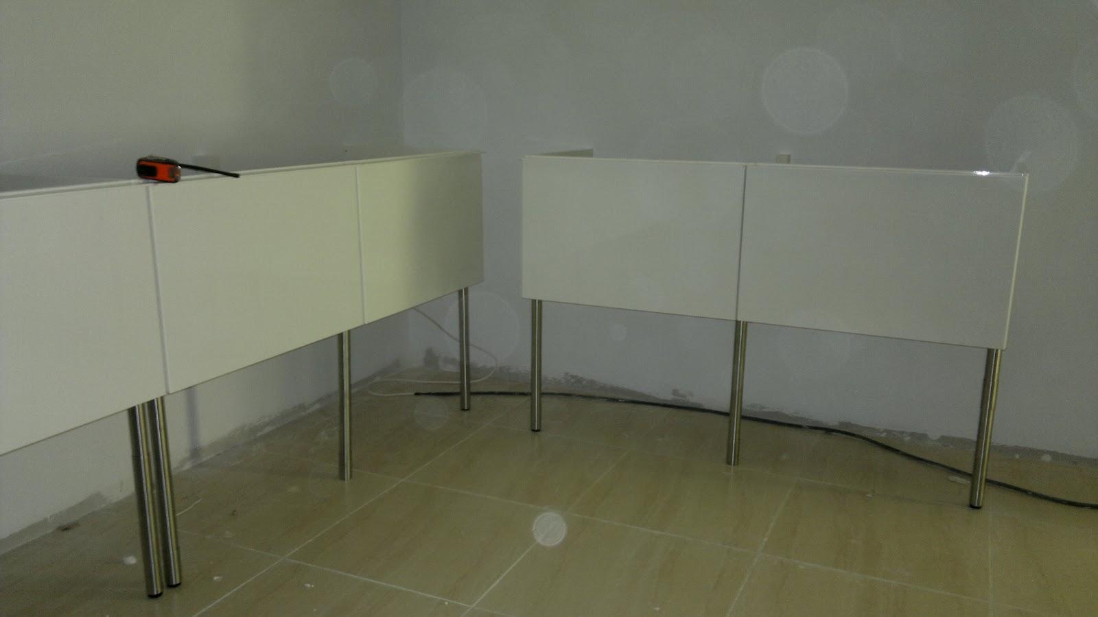 Pintura montaje muebles de ba o con cuatro cajones - Montaje muebles ikea ...