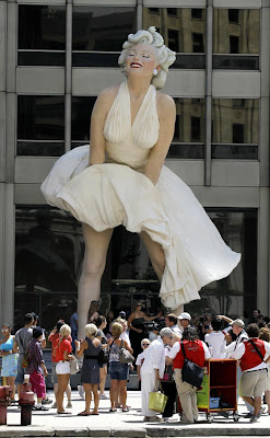 Marilyn Monroe Beautiful Huge Statue Photos