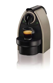 Krups XN2140K Macchina Caffè Nespresso New Essenza Automatica + Kit immagine