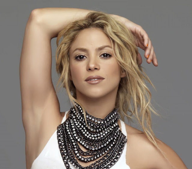 letra shakira underneath your: