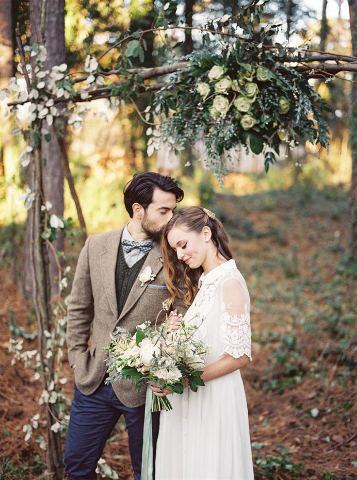 Altar de ramas y flores para una boda en el bosque mis for Boda vintage