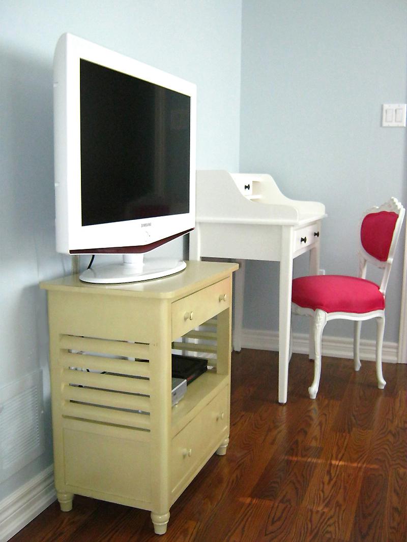 Bedroom Pop Up Tv Stand