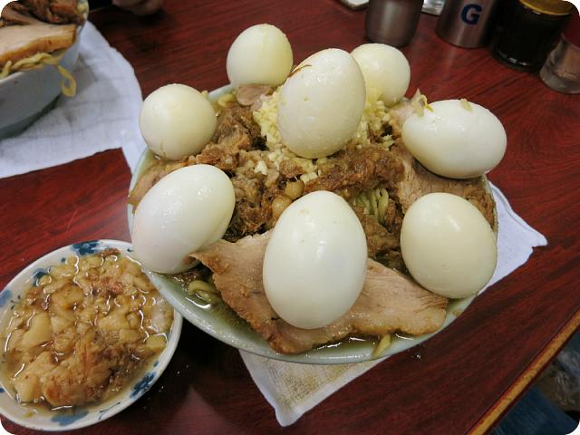 二郎脂マシゆで卵×8個。完食。ごっそさん。