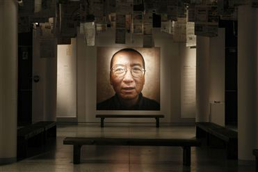 China: Um ano depois do Nobel, Liu Xiaobo continua na prisão - Human Rights Watch