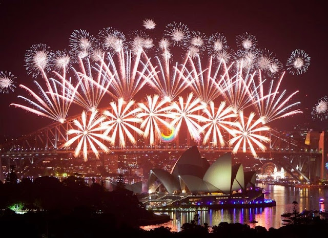 Celebrating Happy New Year's Eve HD Wallpapers, Images, photos Greetings for Instagram, Facebook, WhatsApp, Hike
