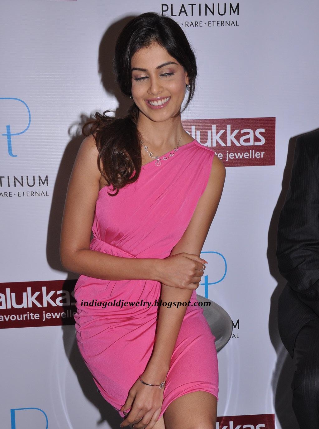 Indian Gold and Diamond Jewellery: Jenelia D\'Souza with simple ...