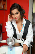 Hashika Dutt latest glam photo shoot-thumbnail-3