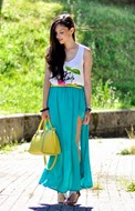http://www.petitsweetcouture.com/2013/08/turquoise-skirt.html