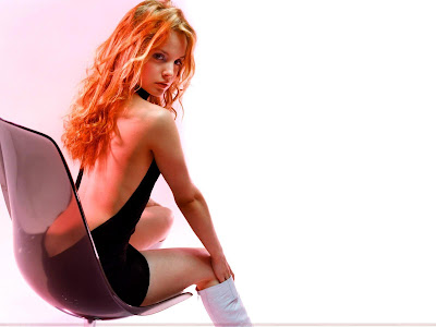 mena_suvari_hollywood_hot_actress_wallpaper_in_linegerie_fun_hungama_forsweetangels.blogspot.com