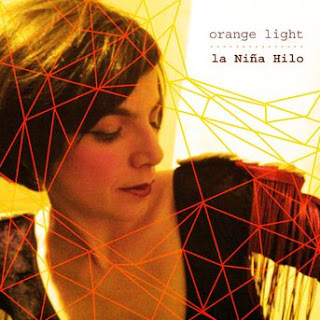 La niña hilo orange light