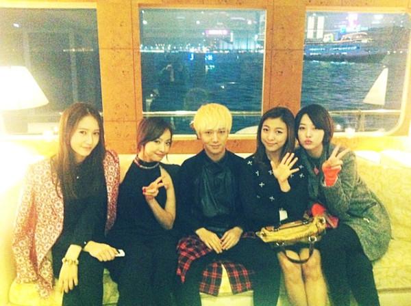 Yesung & F(x) Di Hong Kong 01