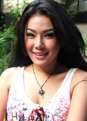 Foto Bikini Aiko Sarwosari Pembawa acara 'Dapur Cantik Trans TV'