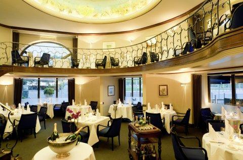 world top hotels hotel nassauer hof wiesbaden germany. Black Bedroom Furniture Sets. Home Design Ideas
