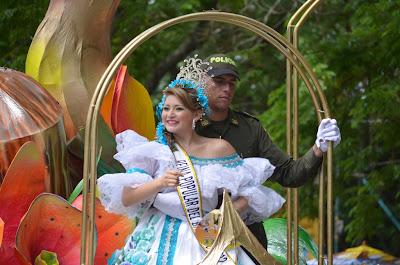 desfile-de-las-reinas-populares-2013