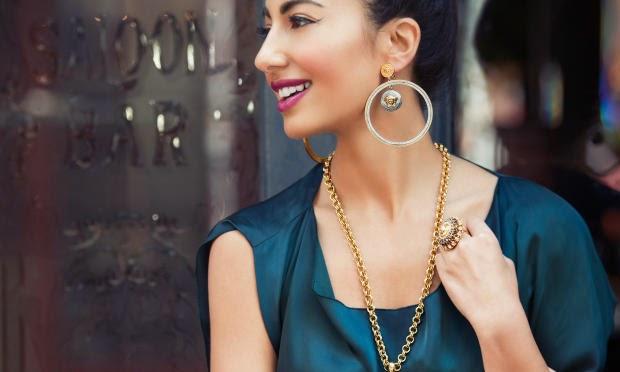 Star-Stylistin Nausheen Shah modelt für Cadenzza