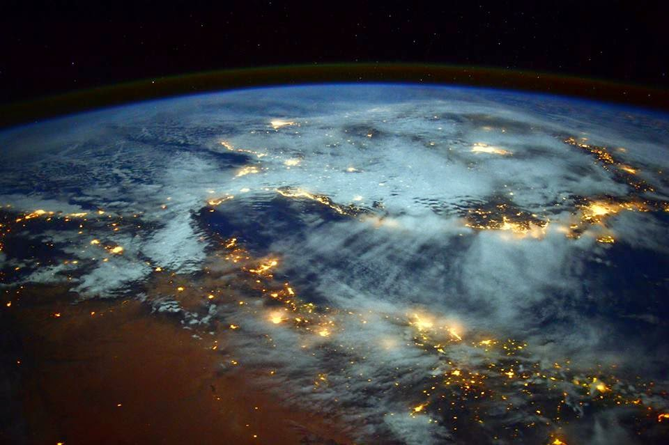 Video Indahnya Bumi Dilihat Dari Luar Angkasa