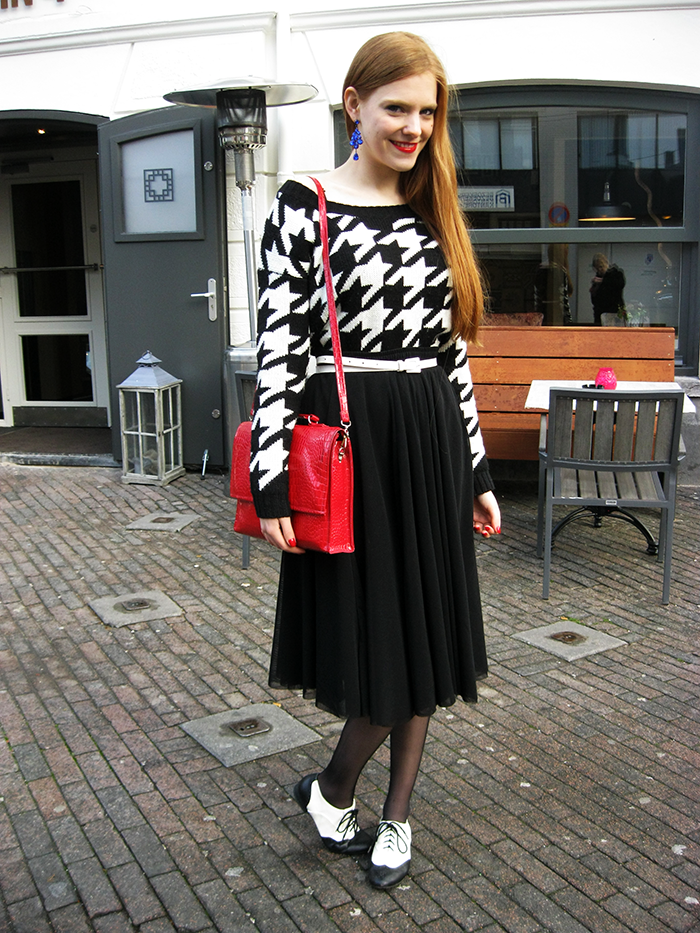 Houndstooth Pied de Poule midi skirt brogues cobalt blue outfit blogger