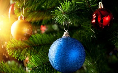 Christmas tree with globes Wallpaper For Desktop Pc