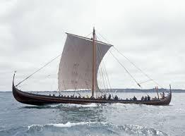 Gambar Kapal Layar Longship muat banyak penumpang