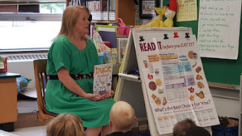 Assemblywoman Russell Reads to Kids at Knickerbocker School