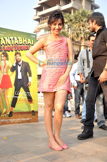 Vivek Oberio proposes Neha for 'Jayanta Bhai Ki Luv Story' promotions