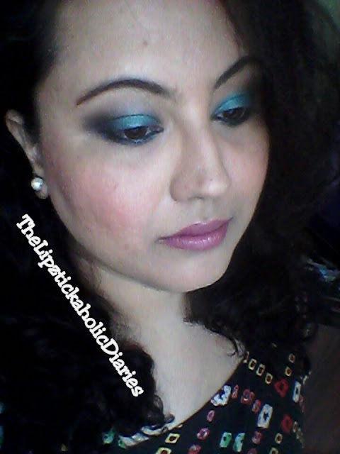Teal Smokey Eyes (Party Makeup look) image