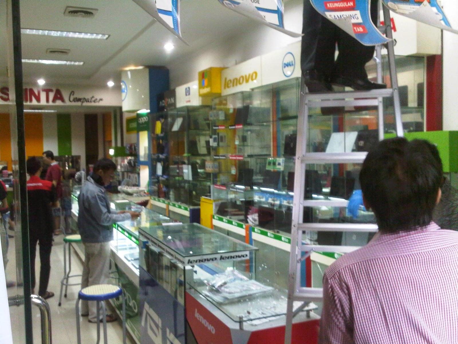 Toko Computer El Shinta di Sultan Agung 162 Kecamatan Pekalongan Timur, Kota Pekalongan dibobol orang tak dikenal Kamis malam (12/2/15).