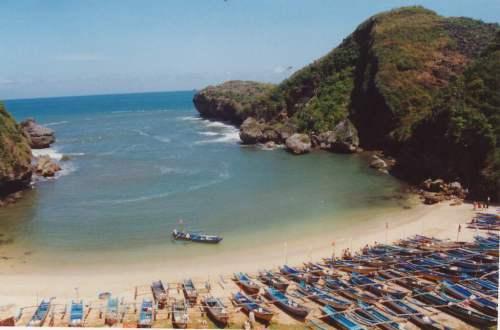 kapal nelayan Wisata Pantai Baron Gunungkidul Yogyakarta
