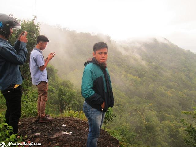 Singgah sejenak dan menikmati pemandangan alam