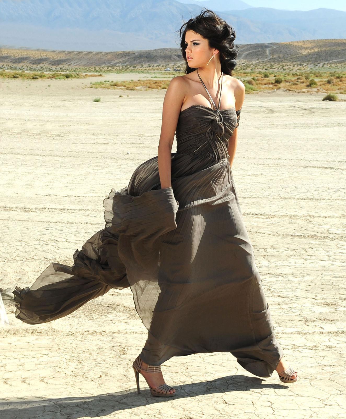 Bravo Wallpaper: Selena Gomez Hot Wallpapers Pack 2