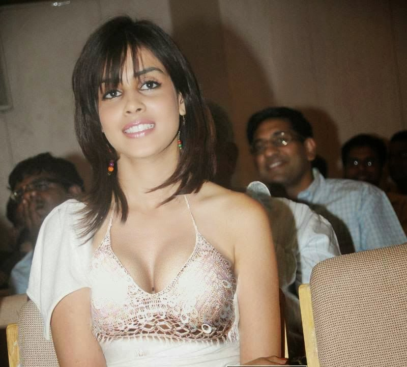 Genilia Dsouza Hot Unseen HD Pictures Free Download