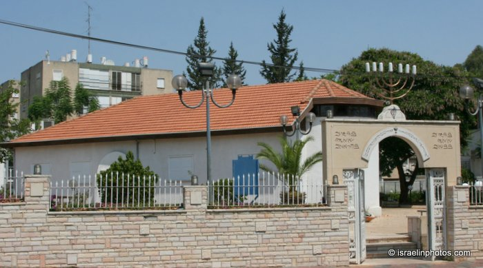 holon muslim Most arab citizens of israel are muslim,  the holon community holds israeli citizenship, while the gerizim community resides at an israeli controlled enclave,.