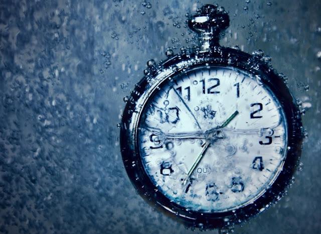 Reloj en agua