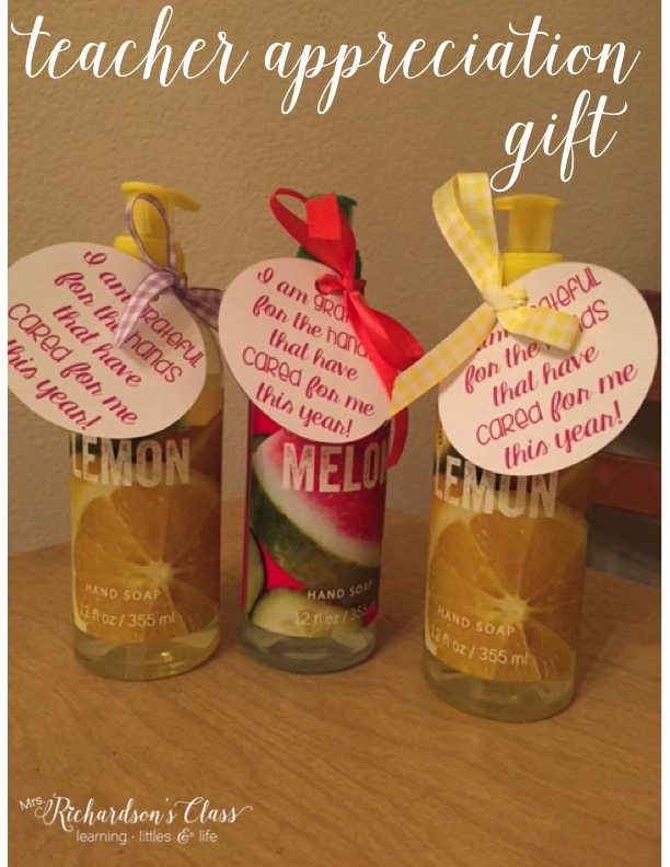 FREE Teacher application gift tag for a bottle of soap! Perfect for ANY teacher!