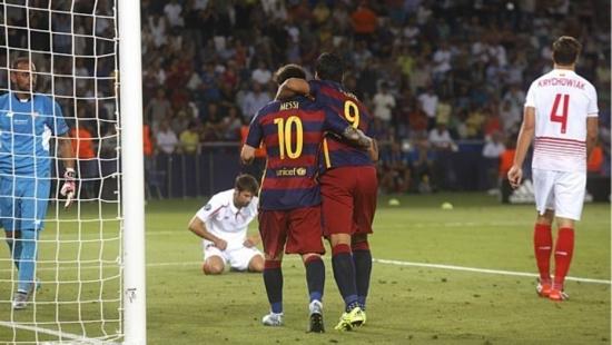 Messi e Suárez marcaram 3 dos 5 gols do Barcelona na Supercopa da Europa