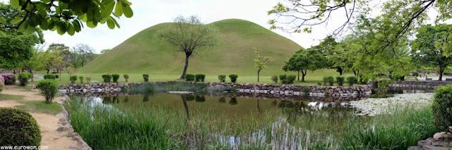 Túmulos en Gyeongju (Corea del Sur)