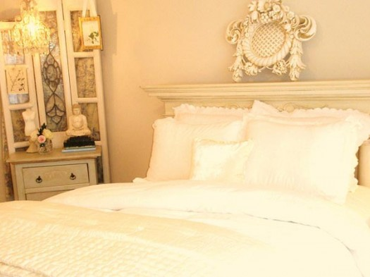 Truly romantic valentine s bedrooms decorating ideas for Cream bedroom ideas