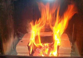 Brykiet RUF z OBI w kominku płonie aż miło