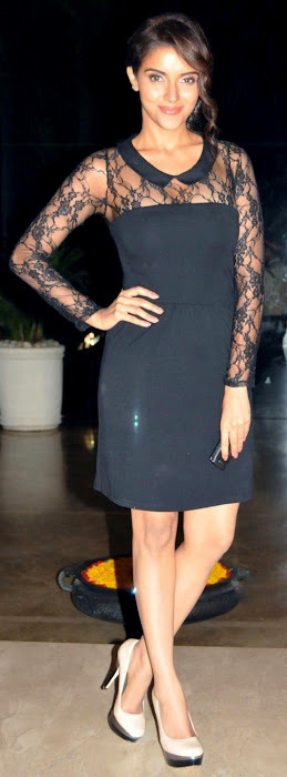 Asin  - Asin in black dress
