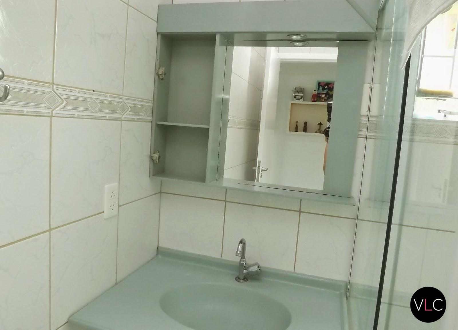 Como colar o espelho na parede  Vida Louca de Casada  Blog sobre decoração, -> Como Colocar Pia De Banheiro Na Parede