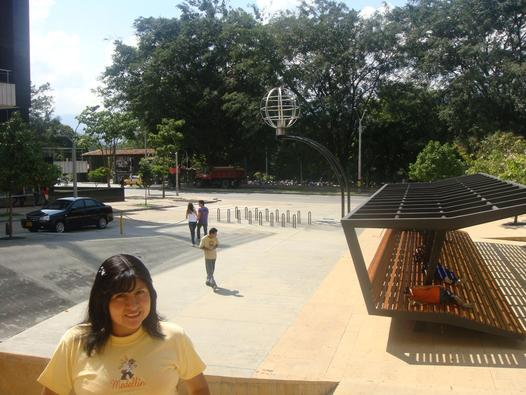 Materiales d i dise o espacios p blicos colombia medellin for Sillas para parques