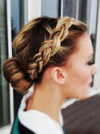 También se lleva el pelo suelto con ondas suaves y muy naturales, muy lejos de los bucles marcadísimos que se llevaron hace tiempo.