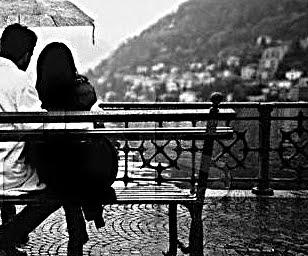 casal sentado amor