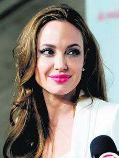 Angelina Jolie bedah buah dada