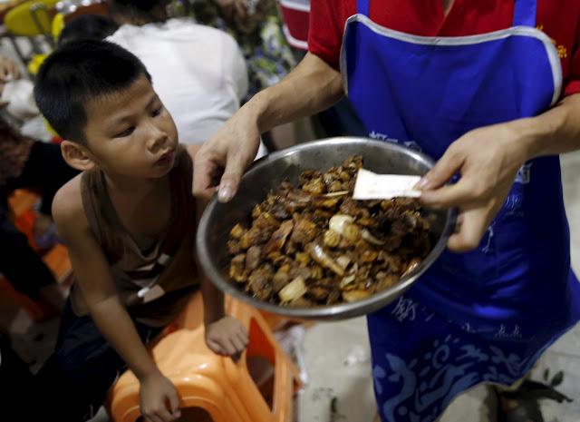 عجائب أكل الكلاب في الصين