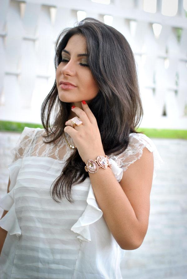 Bárbara Urias - Look romântico - blusa de renda e babado