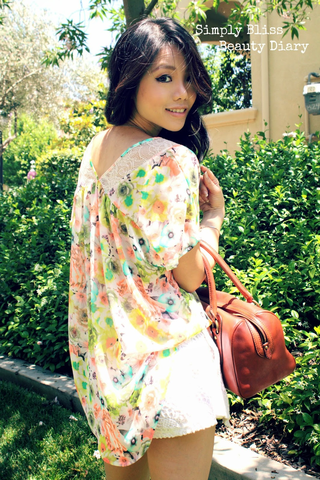 ASTR floral lace top and zara like shorts for spring with banana republic satchel and Paolo Bentini Sardinia Sandlal