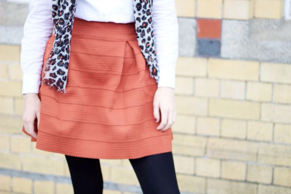 How to wear burnt orange